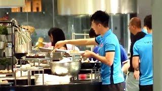 Ăn trưa với HLV Park Hang Seo - Quang Hải - Công Phượng trước chung kết