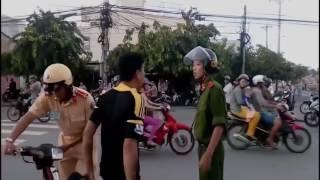 CSGT đánh dân bi giang hồ vây hỏi tội   Chiến sĩ tắt điện toàn tập