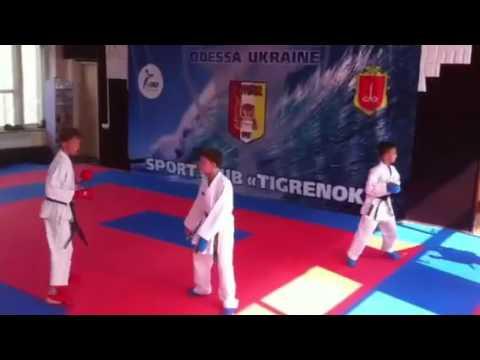 Тренировка по кумитэ в клубе каратэ Тигренок 10-13 лет