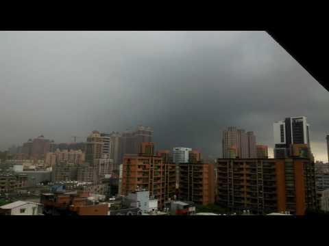 2016/06/28 桃園市瘋狂打雷 記得開聲音 白色是閃電 2分17有紫色落雷