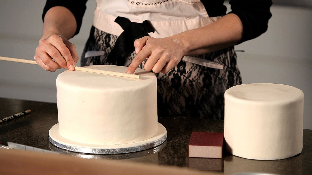how do you dowel a wedding cake how to assemble a wedding cake wedding cakes 15386