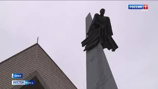 В Омске наполовину разобрали старую крышу СКК имени Блинова