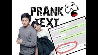 Prank text kakak kelas langsung minta Video Call | Dengan Caraku - Arsy ft Jodie