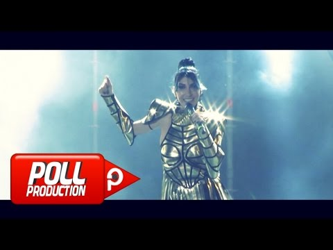 HANDE YENER - EMRİNE AMADE - (OFFICIAL VIDEO)