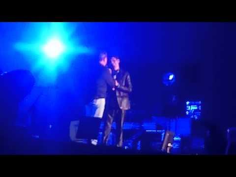 Ricardo Montaner y Hugo Apaza cantan 'Tan Enamorados' y 'Bésame' en concierto