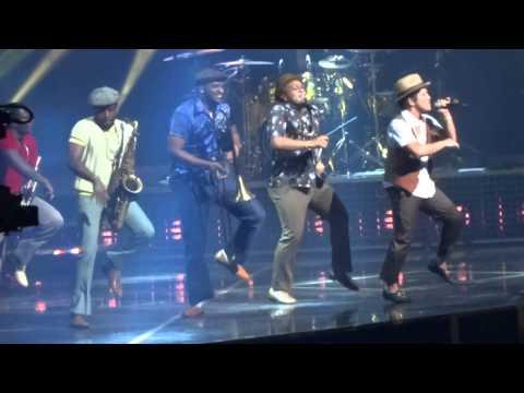 Baixar Bruno Mars - Treasure - Arena Ciudad de México - (02-sep-2014)