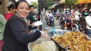 Xe bún xào chay bán 500 hộp mỗi sáng hơn 10 năm ở Sài Gòn | saigon travel Guide