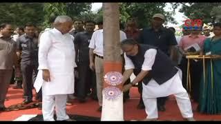 Bihar CM Nitish Kumar ties Rakhi to a Tree..