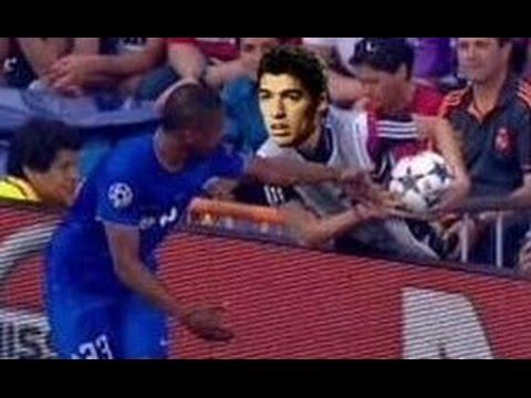 Xem lại tình huống chơi bẩn bựa đối với Evra của cậu bé nhặt bóng bên phí Real