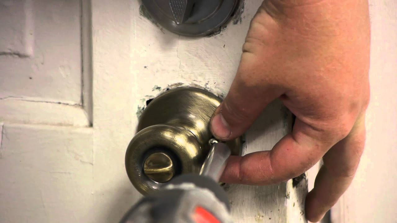 how to replace a keyhole door knob | How to Replace an Exterior Door Knob Without Rekeying ...