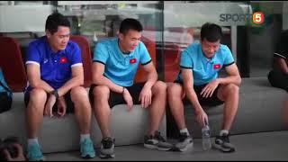 U23 Việt Nam tập thể dục trước bữa ăn trưa