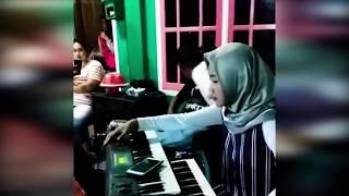 Putri Asal Konawe, Sulawesi Tenggara ini Jago Main Keyboard Elekton
