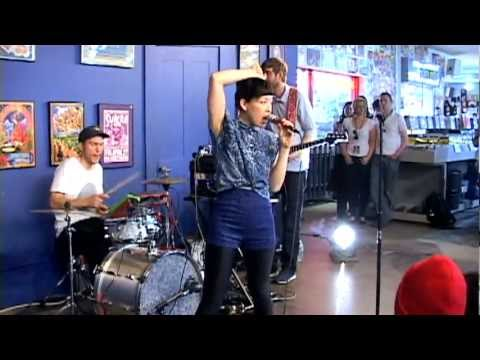 Little Dragon - My Step (Live at Amoeba)