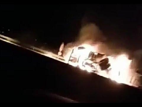 لحظة انقلاب شاحنة واشتعال النار فيها