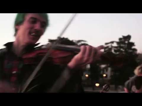 Bohemian Betyars - Míg Elfelejted [Al aire de la calle #19]