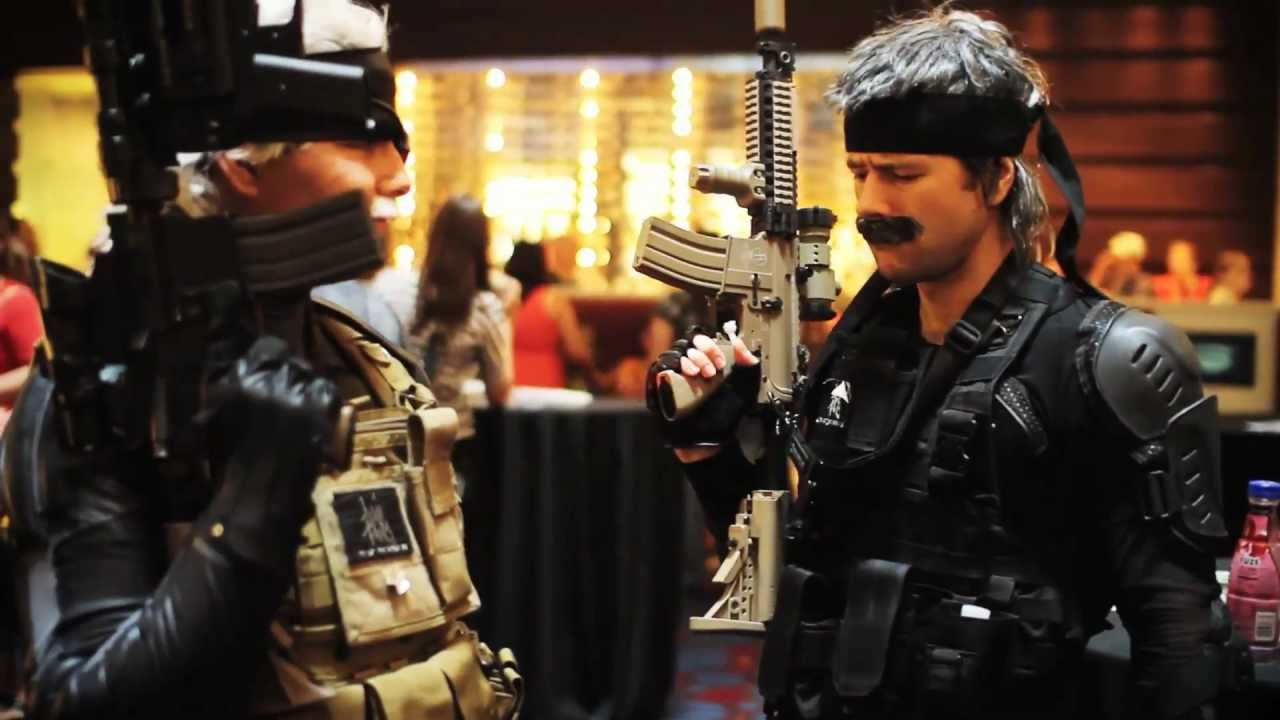 snake and ghost do dragoncon 2011 youtube. Black Bedroom Furniture Sets. Home Design Ideas