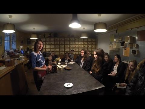 Les étudiants en visite à la Caféothèque de Paris