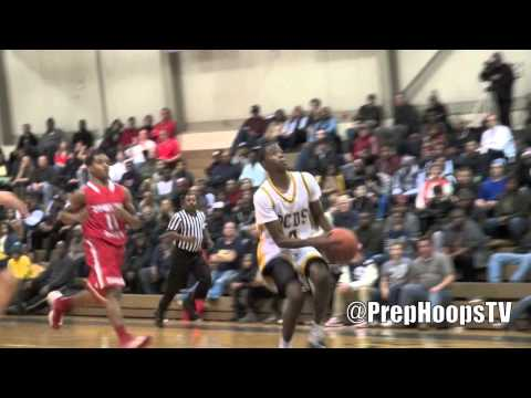 Edmond Sumner 2014 Detroit Country Day with a dunk at the Roundball Classic