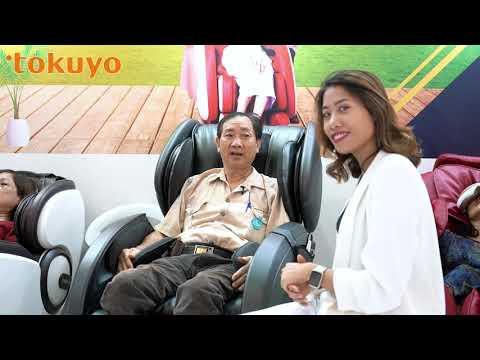 Khách hàng trải nghiệm ghế massage Tokuyo tại Taiwan Expo 2019