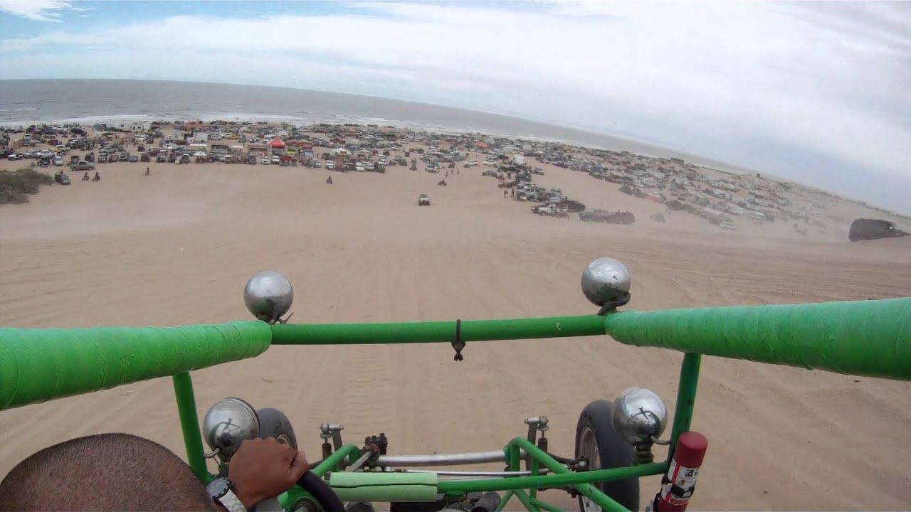 En buggy dans les dunes