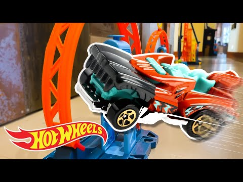 EPIC DINOSAUR JUNGLE Obstacle Course!🦖😱 | Labs Unlimited | @Hot Wheels