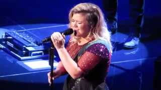 """Kelly Clarkson Covering """"Purple Rain"""""""