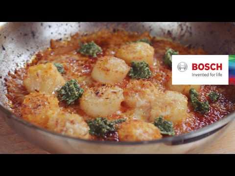 Kamsjell med tomat og basilikum