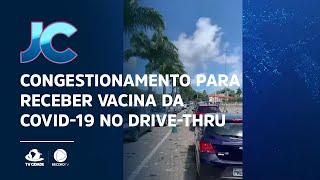 Congestionamento para receber vacina da Covid-19 no drive-thru