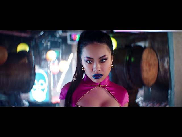 嘻哈女歌手露細腰開唱 笑J.Sheon「像我的爺爺」