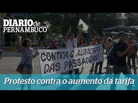 Recifenses protestam contra aumento da passagem