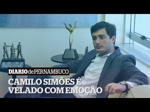 Emo��o marca o vel�rio de Camilo Sim�es