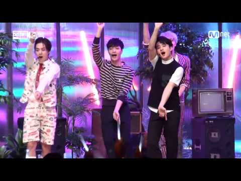 150604 Love Me Right EXO LAY Fancam @Mnet MCOUNTDOWN