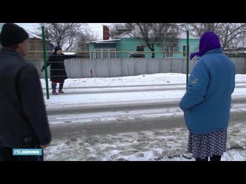 Grensdorp door hek opgedeeld: 'Ik mag niet eens met mijn zus praten' - RTL NIEUWS