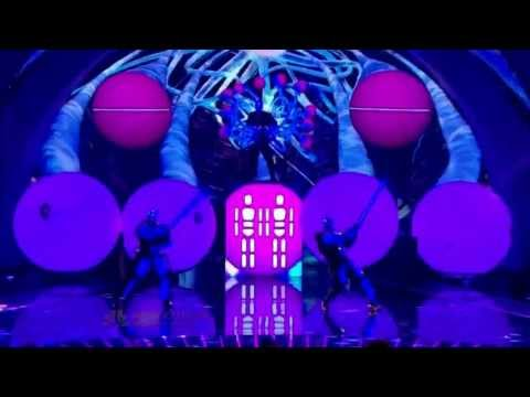 Blue Man Group - Shake Your Booty - YouTube