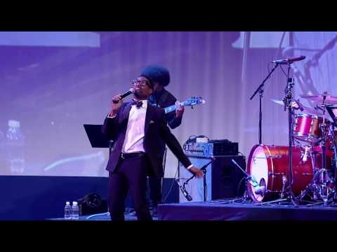 "BIlly Porter premieres his new song ""All That Matters"" at the 2016 HRC National Dinner"