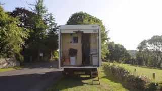 Par je prodao svoju kuću kako bi živjeli u ovom kombiju, ali pričekajte dok ne vidite unutrašnjost