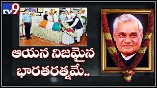 Manmohan Singh pays tribute to Atal Bihari Vajpayee..