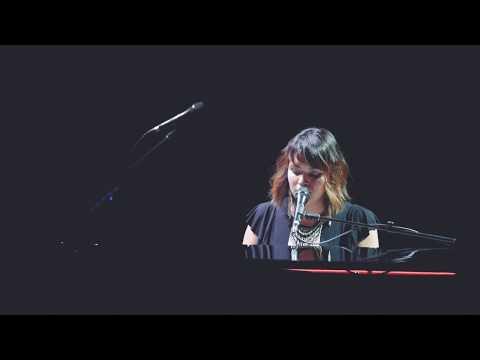 Norah Jones – Black Hole Sun (Detroit Fox Theatre 5.23.17)