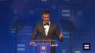 """Josh Duhamel Presents a Clip from """"Love, Simon"""" at HRC Los Angeles Dinner"""
