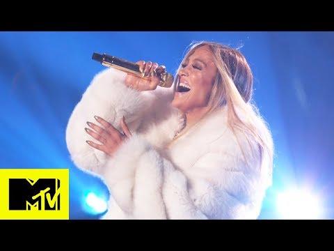 Jennifer Lopez Performs