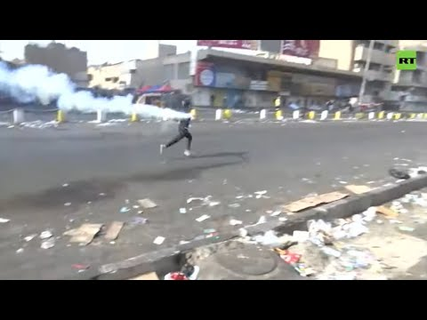 Violent clashes between Iraqi protesters & police in Baghdad