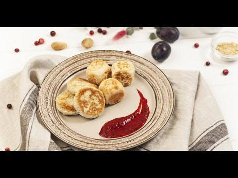 Безглютеновые сырники с семенами чиа и малиновым соусом | Исключительная еда