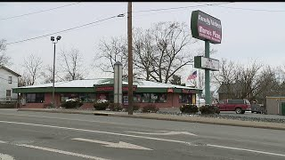 Marco's Pizza employee says man with gun robbed Youngstown shop