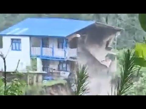 मनाङको चामेमा पसेको बाढीले यसरी भत्कायो घर