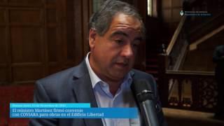 El ministro Martínez firmó convenio con COVIARA para obras en el Edificio Libertad