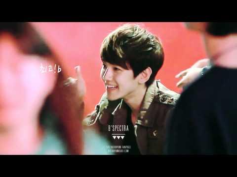 120430 EXO-K fansign Baekhyun waving to fans [preview]