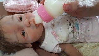 Troca de roupa da Clarinha bebe de silicone sólido