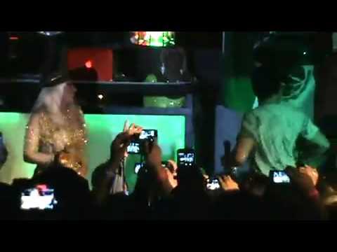Laura leon y yaxkin santalucia el hombre es como el oso,,,,,,2010
