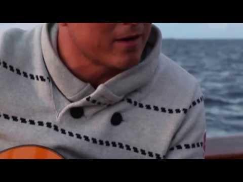 Martin ifrån myNEWSdesk är vår egna trubadur ombord här på Albanus