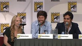 Howard and  Melissa  Rauch doing voice of Howard's Mom |Jim mocking  comic con 201l